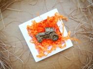 Фигурный шоколад в виде трактора