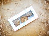 Шоколадные монеты (доллар, евро и юань)