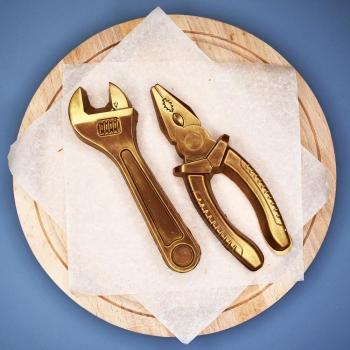 Разводной Ключ и Плоскогубцы из шоколада  (023/034)