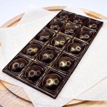 Футбольная шоколадка 17х8,5х1см 100г (075)