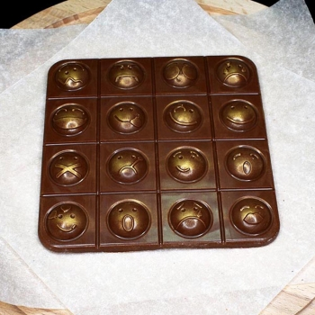 Шоколадная плитка Смайлики 11х11х0,5см (076)